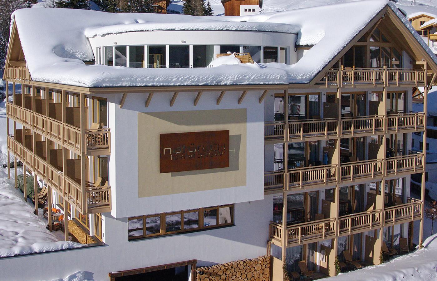 Luftaufnahmen der Südansicht. Hotel in Fiss, Tirol.