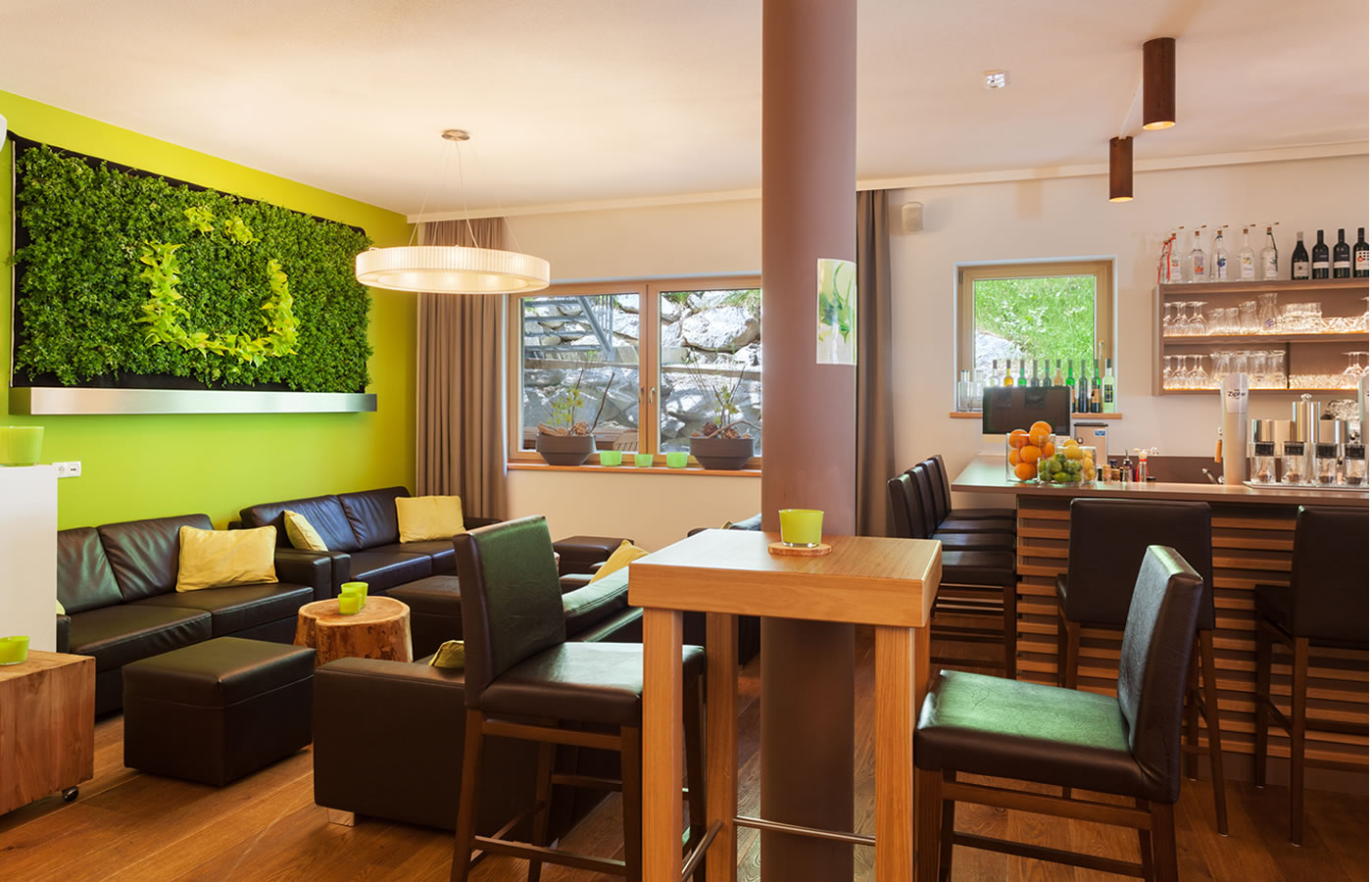 Hotelbar und Lounge im Natürlich. 4 Sterne Urlaub im Sommer.