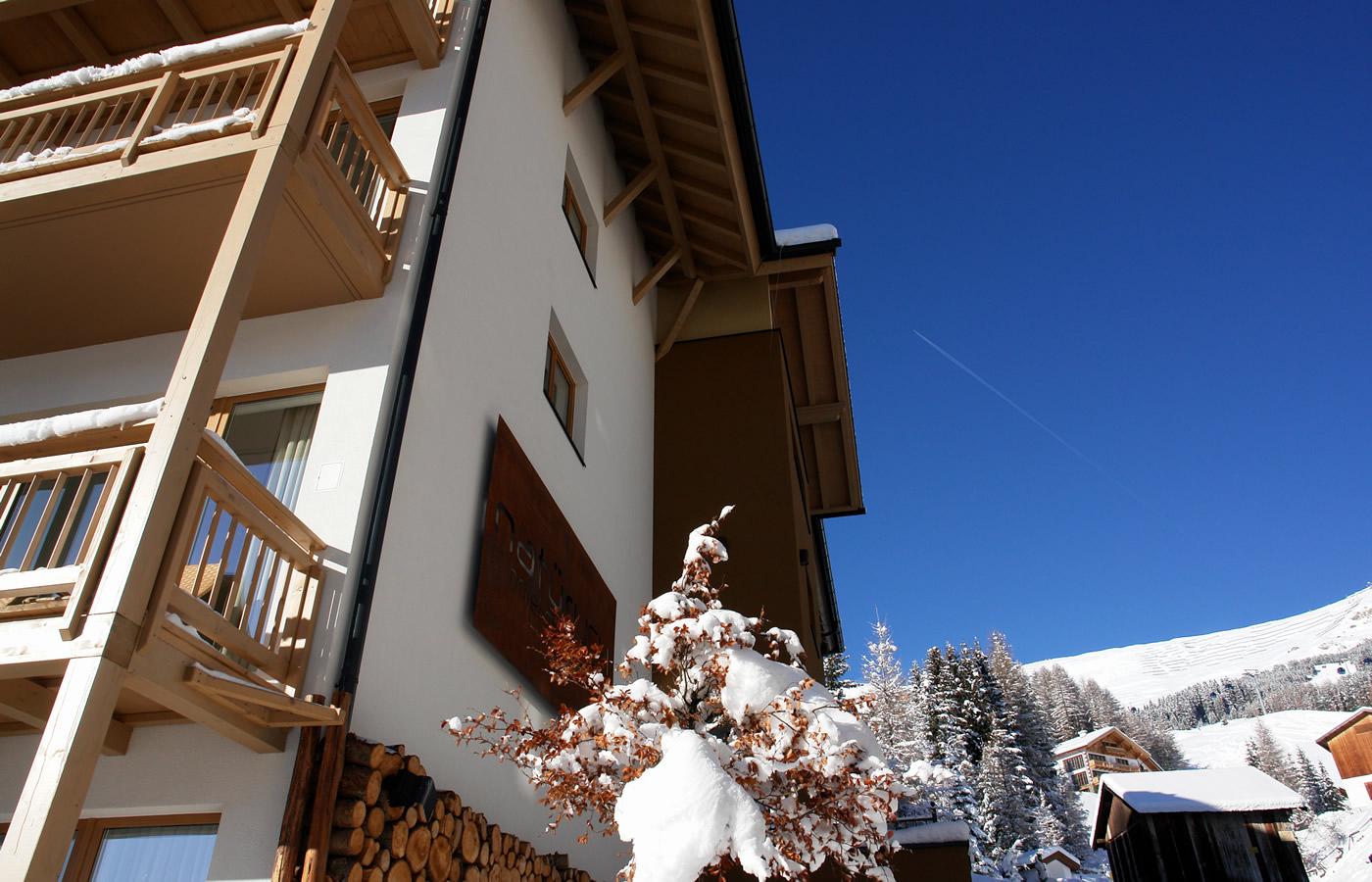 Nordansicht des Hotels im Winter. pistennähe.