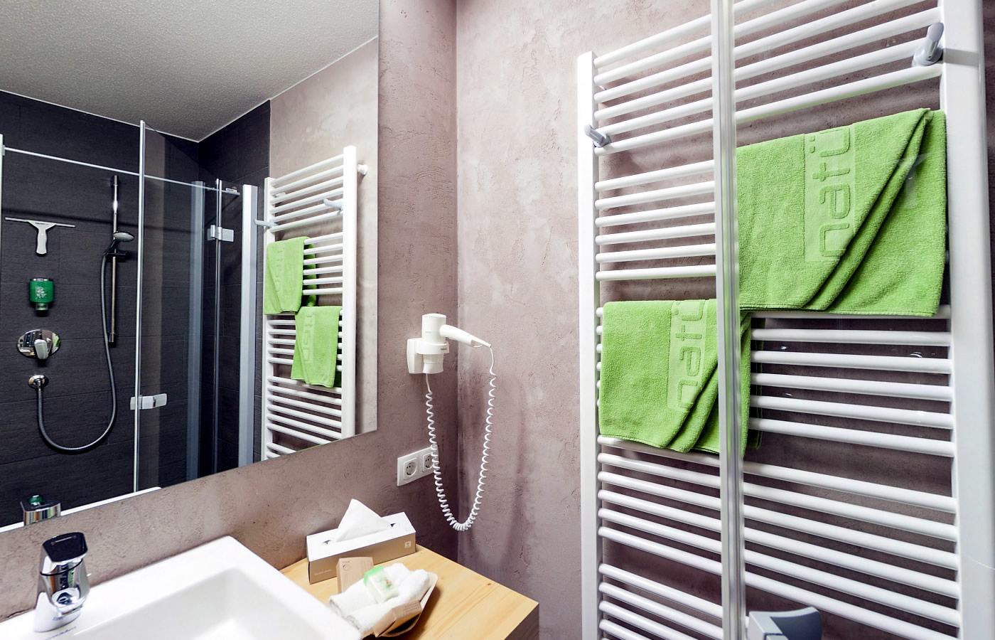 Badezimmer im Natürlich. Hotel in Serfaus-Fiss-Ladis.