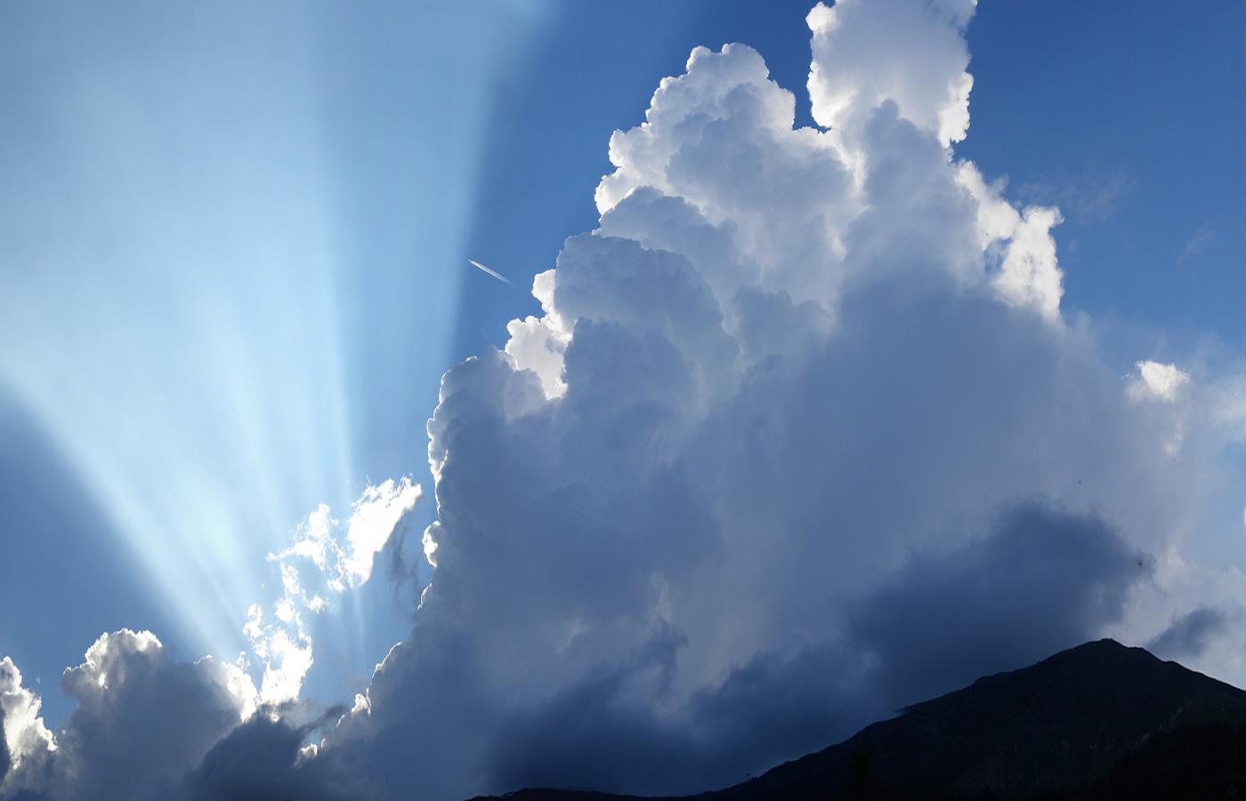 Wolken über Fiss in Tirol, Österreich